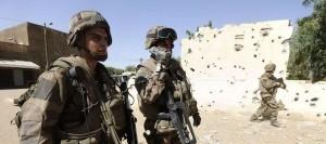 des-soldats-francais-pres-du-commissariat-le-11-fevrier-2013-a-gao_1361649