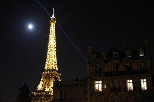 7776727121_une-vue-de-la-tour-eiffel-la-nuit-en-2014-archives