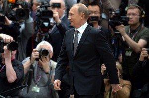 1001109-president-russe-vladimir-poutine-dirige