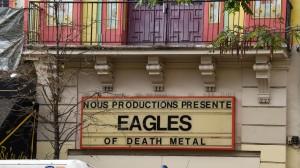 un-enseigne-annoncant-le-concert-du-groupe-eagles-of-death-metal-sur-la-facade-du-bataclan-le-18-novembre-2015-a-paris_5466078